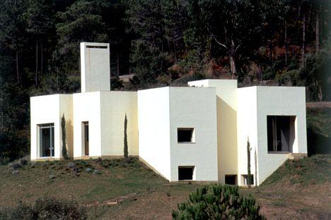 House in Serra da Arrábida, by 2011 laureate Eduardo Souto de Moura