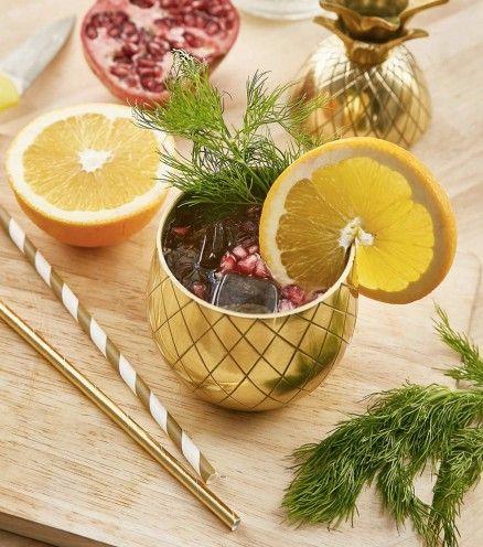 Le verre à cocktails ananas. Un cocktail dans ce verre original pour épater vos amis.