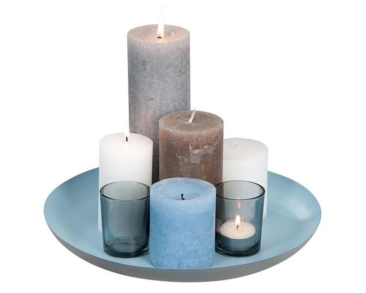 Plateau 101: gebruik kaarsen in verschillende formaten en kleuren om een stoere look te creëren. Ook in grijs/wit #leenbakker #101woonideeen