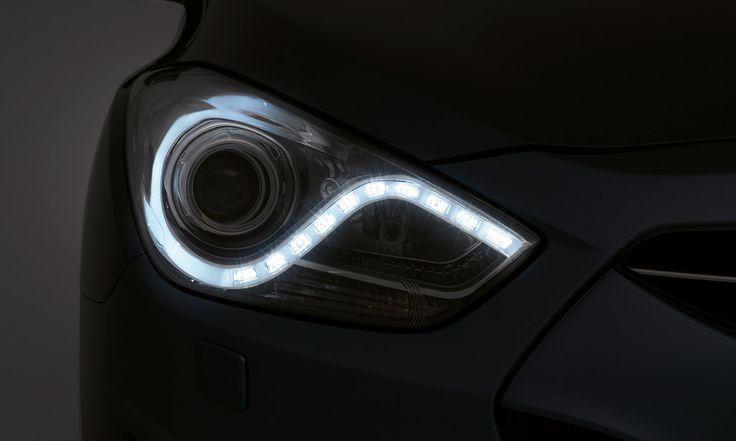 i40 może zostać wyposażony w reflektory ksenonowe HID, czyli technologię oświetleniową typu premium stosowaną przez wszystkich producentów luksusowych aut. Reflektory HID stosowane w i40 potrafią wydobyć detale, które w przypadku zastosowania konwencjonalnych lamp pozostałyby niewidoczne.