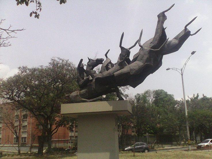 Los Toros. obra de Justo Arosemena. Plaza de Toros la Macarena, costado norte Medellín