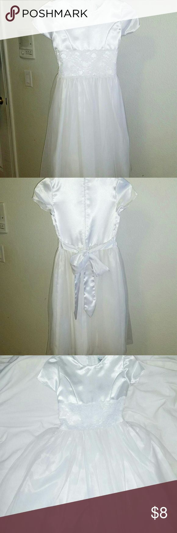 White Children's Dress Size 12 White children's dress size 12. Perfect for pageants, birthdays, weddings, holiday parties, etc. Beautiful lace embroidery. Dresses