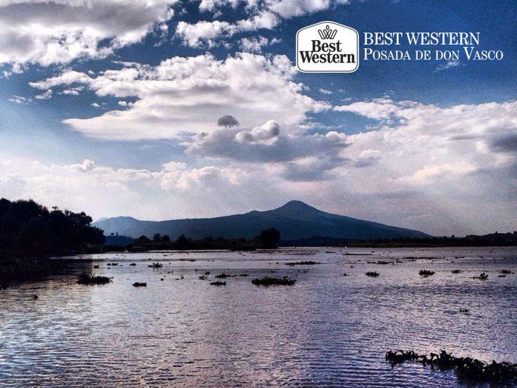 EL MEJOR HOTEL DE PÁTZCUARO. El municipio de Pátzcuaro, es uno de los lugares en donde se avistan los mejores paisajes de Michoacán. Gracias a su diversidad de ecosistemas, usted podrá contemplar majestuosas montañas, así como el atractivo y pintoresco pueblo rodeado por un hermoso lago que invita a la relajación. Le invitamos a hacer su siguiente reservación en Best Western Posada de Don Vasco y disfrutar de los alrededores del lugar.  #hotelenpatzcuaro