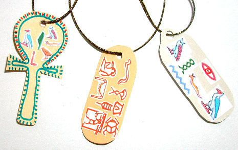 Fabriquer des amulettes égyptiennes. Partir à la découverte des hiéroglyphes. Partir à la découverte des amulettes et de l'art égyptien. Développer sa créativité