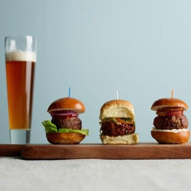 Who doesn't love a good slider? ;-)Foodies Foodies, Burgers Recipe, Sliders Recipe, Tailgating Recipe, Food And Drink, Stuffed Sliders, Super Bowls, Food Recipe, Superbowl Food