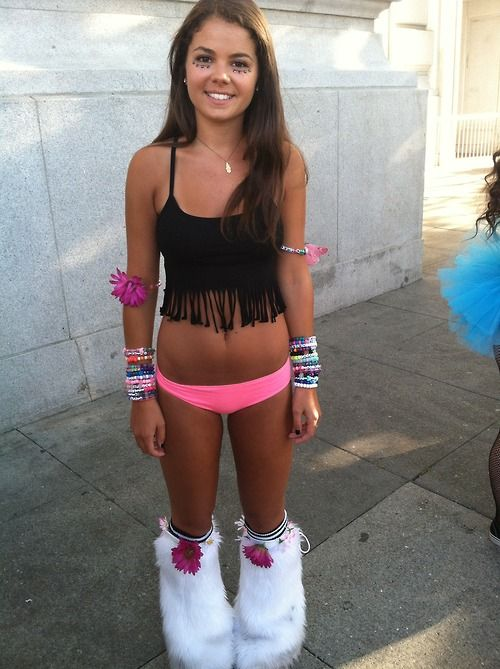 Simple rave outfit :D omg she has such a perf body.