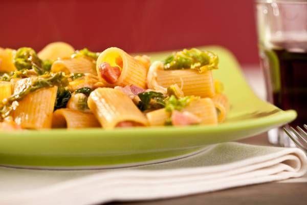 Mezzemaniche con verza, pancetta affumicata e scamorza.  #Star #ricette #ricettedastar #food #recipes #yummy #foodporn #delicious #foodie #eat #foodgasm #foodpic #cookin #pasta #colors #color