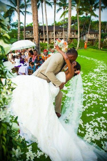 色鮮やかで最高に楽しそう♡ウェディング、ブライダル・フォトは一生の思い出。ハワイでの結婚式の写真の参考一覧を集めました♡