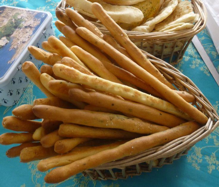 Une recette tip-top de gressins trouvée chez Piroulie! Des gressins dorés,super croustillants ,c'est idéal pour tremper dans des petites sauces,crèmes ou tartinades!A arômatiser selon ses goûts,pour moi :origan,basilic,épices méxicaines,sésame... Comme...