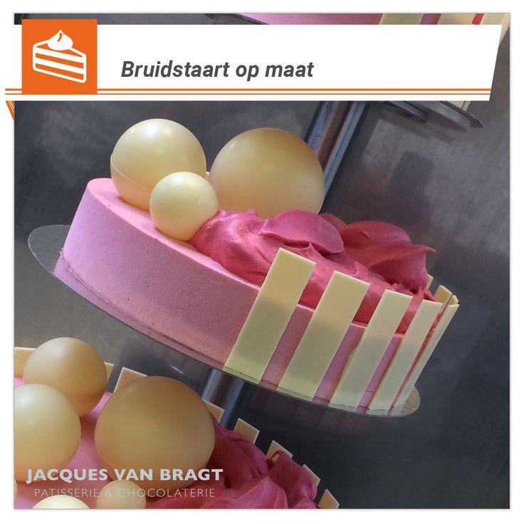 """*Bruidstaart: smaken verschillen. En dat is maar goed ook.*  Bent u na het zien van onze bruidstaarten geïnteresseerd om uw bruidstaart te laten maken door Jacques van Bragt? Neem dan contact met ons op, voor een afspraak met u bij ons in de winkel. Ons team maakt die prachtige """"taart op maat"""" voor de mooiste dag van uw leven. http://banketbakkerijvanbragt.nl/  #bruidstaart op maat, #klassiek, #marsepein, #design, #banket, #vintage"""