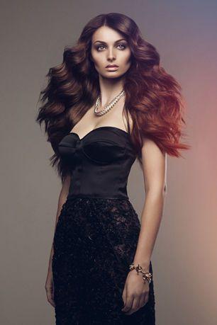 präsentiert von www.my-hair-and-me.de  #women #hair #haare #locken #lockig #lang #long #curls #curly #brown #red #braun #rot #dark #light #lichtschein #kette #necklace