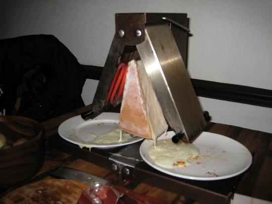 l 39 art du fromage raclette wow a double sided raclette. Black Bedroom Furniture Sets. Home Design Ideas