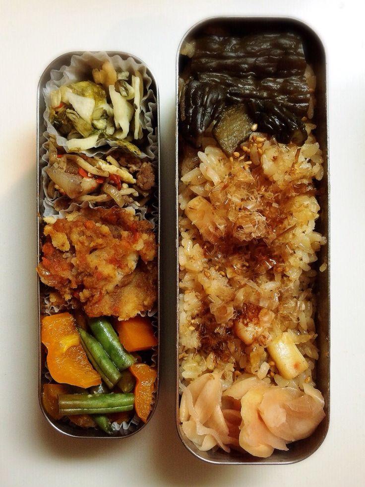 BENTO for my husband minako chiba イカバターのベジブロス炊き込み玄米、カブの漬物、焼きそば、ミートソースポテサラ、2色のパプリカとインゲンの味醂漬け、シバ漬け、ガリ。