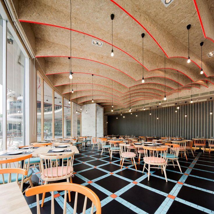2p architects Wison Tungthunya. Original estructura para techo en tablero de OSB perfecto aislante térmico y acústico para hostelería.