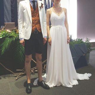 衣装🍍  ・  ・  自分達の衣装には出来るだけお金をかけずに。  でも私たちらしいやつを。 #欲張り  ・  ・  ・  #予定より浮いた分で革ジャン買いました爆  #プラマイマイナス  #ALL私物  #披露宴スタイル #披露宴 #オーダードレス #格安ドレス #weddingdress #ウェディングドレス #ココメロディ #cocomelody #バックレスドレス #スパゲッティストラップ #結婚式 #2017wedding  #2017春婚  #日本中のプレ花嫁さんと繋がりたい #ウェディングニュース #fannyレポ #ハナコレストーリー #weddingdiy #marryxoxo #marry花嫁 #fanny_brides