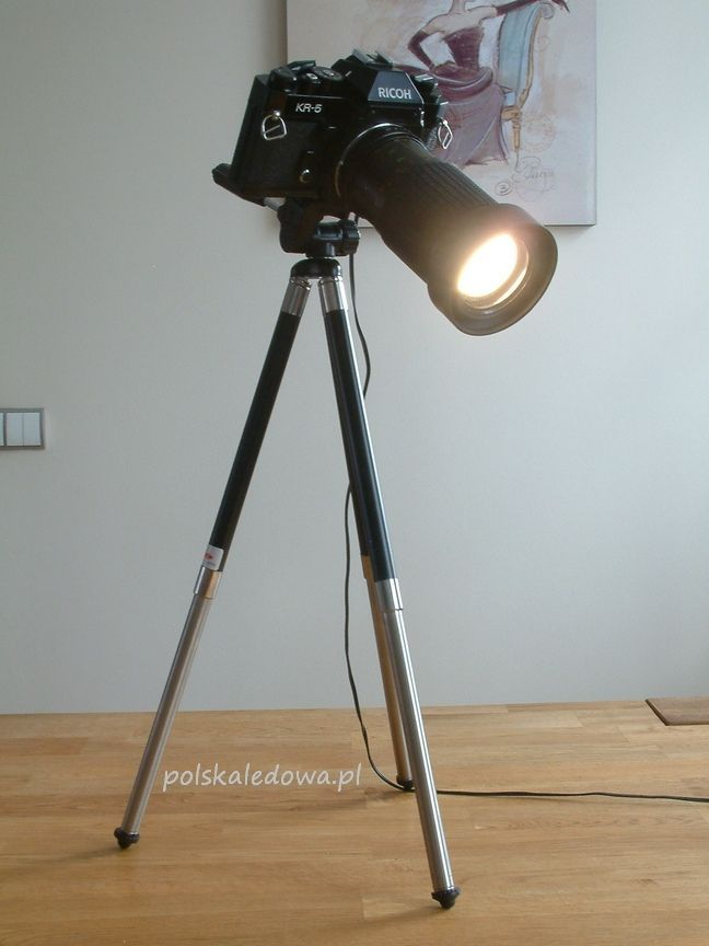 Desk LED lamp in vintage camera body