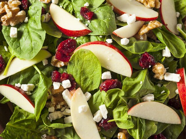 Egy finom saláta receptje, melyet akár télen is frissen elkészíthetsz.