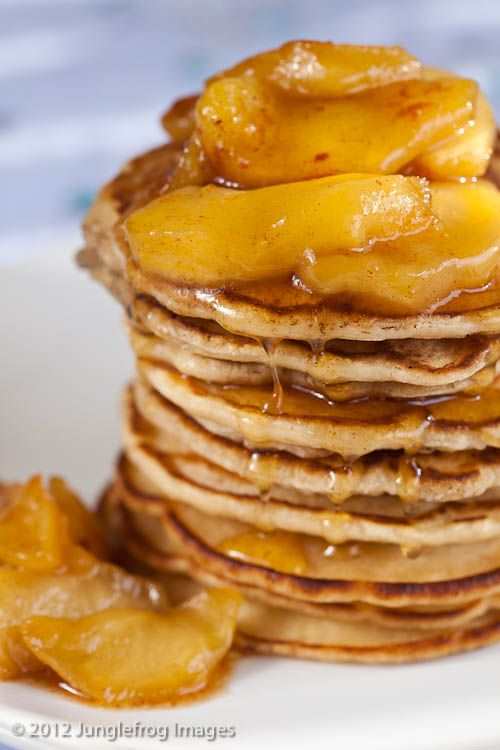 Pancakes with Caramelized Apples.  Holy Moly!  Via @junglefrog: Cinnamon Peach Pancakes, Apples Check, Caramalised Apples, Carmelized Apples, Breakfast, Carmalized Apples, Apple Pancakes, Apples Set