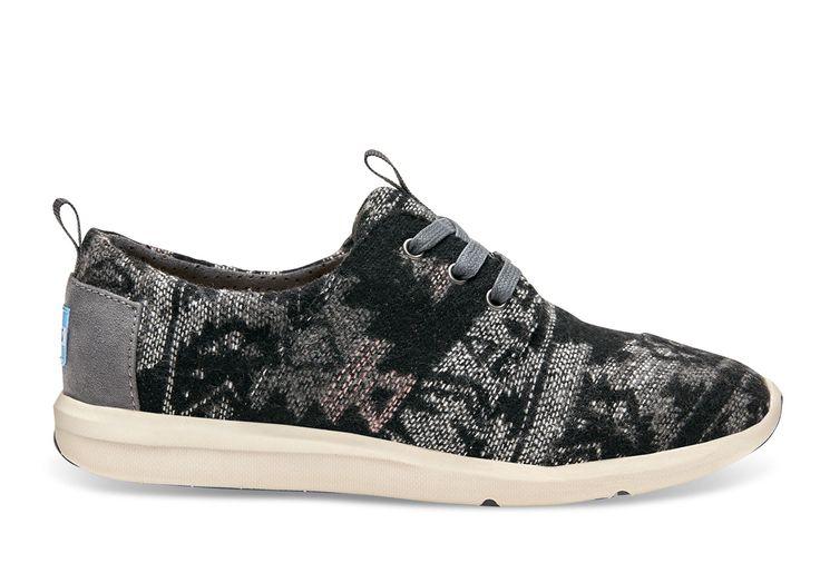 De Del Rey geeft een nieuwe draai aan de sneaker. Voor degenen die houden van een unieke stijl zijn deze sneakers in bedrukte wol met lichtgewicht zool perfect.