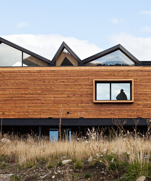 alric galindez tops casa CS with folded roof in mountainous argentina