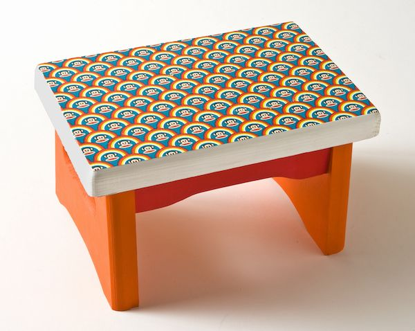 How to decorate a stool with Paul Frank duct tape