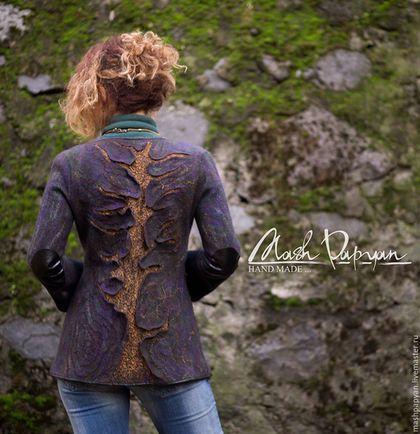 Купить или заказать Валяный пиджак ' Кольца времени' в интернет-магазине на Ярмарке Мастеров. Цельноваляный пиджак ' Кольца Времени ' Свалян из высококачественной шерсти ( 18 мк) . Классического покроя в фиолетово- коричневых тонах. Передняя часть однотонная, спина с оригинальным трехмерным орнаментом. На рукавах в области локтя декоративные латки из искусственной кожи. Пиджак очень стильный, хорошо посажен. Отлично сочитается с одеждой.