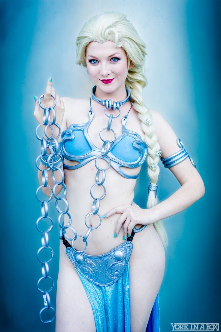 ♫ The planet Hoth never bothered me anyway. Slave Elsa or Frozen Leia? Star Wars Celebration 2015
