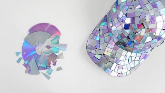 make a disco ball baseball cap from broken recycled CDs! #diy