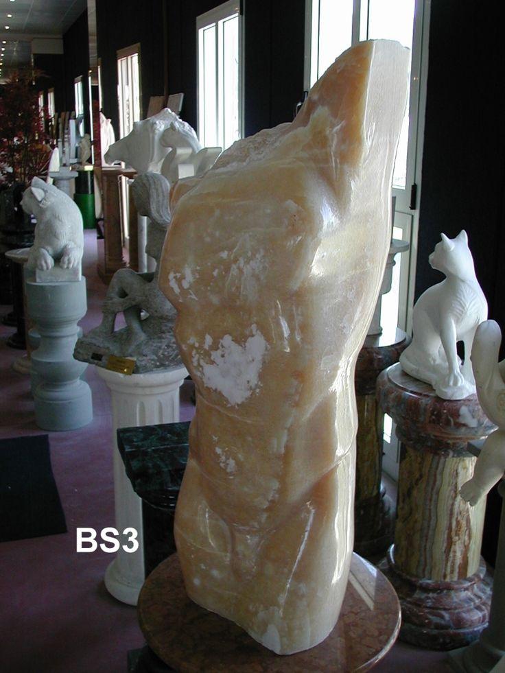 Busto in marmo - http://achillegrassi.dev.telemar.net/project/busto-marmo-2/ - Busto di uomo in Marmo Onice mielelucido Dimensioni:  90cm (H)