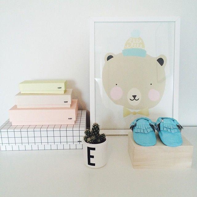 Organizing! Er det noe jeg elsker så er det vår og friske farger. Fine fine vårblå mokasin kommer i nettbutikken denne uken 🌿 #plystreno #barnerom #hay #haybox #eeflillemor