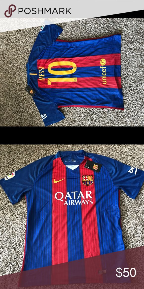 XL 2016-2017 10 Messi Barcelona Jersey It is a replica (stadium or fan jersey), which means is an official club jersey. Only 1 size available (XL). Nike Shirts