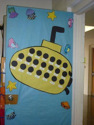 Wij duiken samen het nieuwe jaar in! Awesome! Put each student's name in a porthole on your door :)