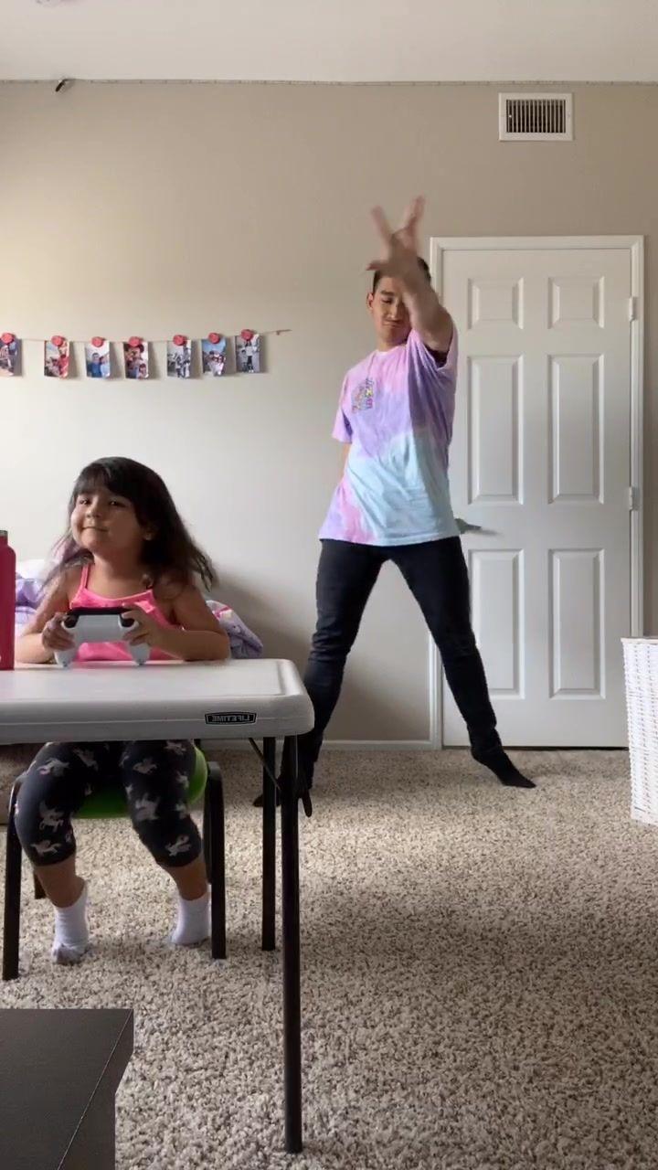 Pin By Sajara Kanae On Tik Tok Videos Play Roblox Chris Brown Roblox