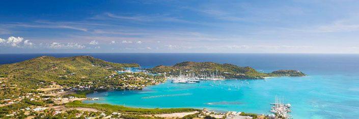 Pointe-à-Pitre (Antillas) - Desde el cielo parece una mariposa verde posada sobre el azul del mar, con las alas bordeadas de playas multicolores, a la relajante sombra de las palmeras.