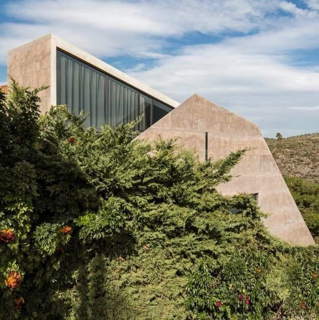 modernes haus am hang griechenland waldlandschaft panoramafenster