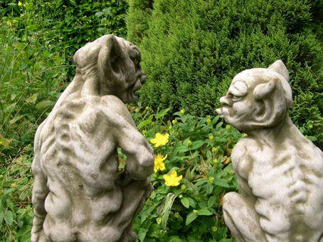 Pair Gargoyles Goblins Mythical Garden Statue Ornament 4