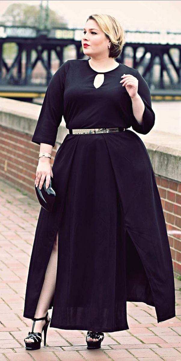 6 Dark Outfits To Join The Chic Coven This Halloween.  Are you read to embody the empowerment of  a modern witch?  Witch style chic black outfits to wear during Halloween.   #Halloween #Witchstyle #HalloweenFashion #WitchFashion #HalloweenOutfits #Halloween2018