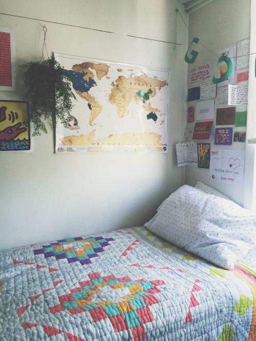 simple but pretty bedroom idea!