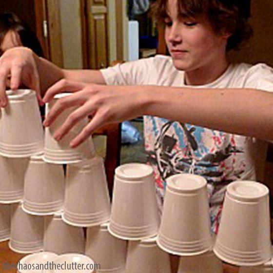 Jogos em familia - torre de copos