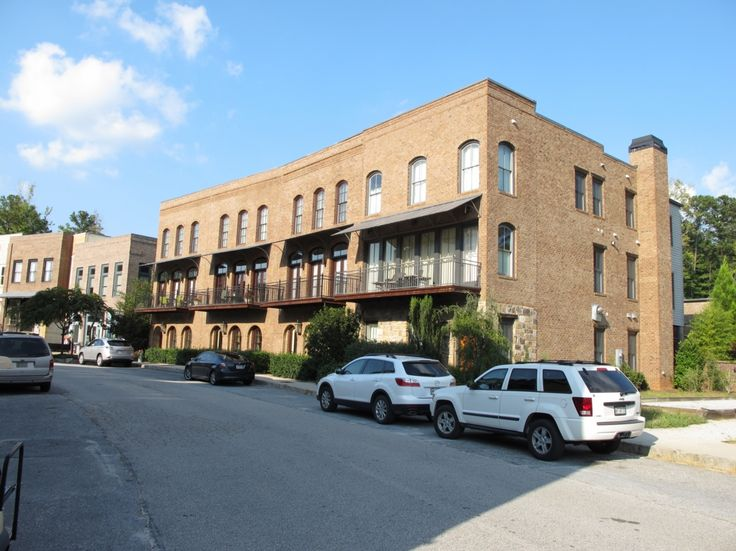 The inclusion of high-density townhouses right at the street give several town centers at Serenbe a real urban feel.