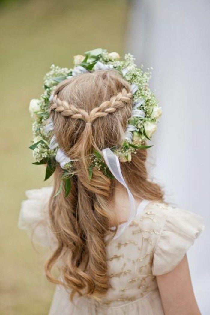 ravissante coiffure pour petite fille mariage chouette couronne de fleurs