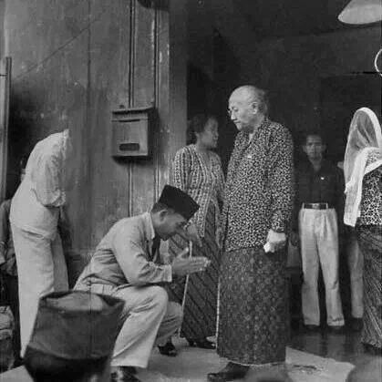Soekarno & his Mother