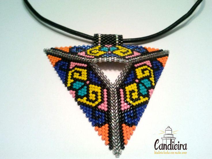 http://candieira.blogspot.com.es/2014/05/colgantes-triangulos-delica.html
