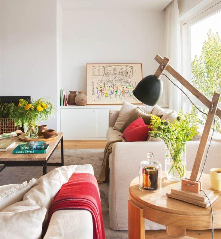 Salón con chimenea blanco con auxiliares y detalles de madera natural (00436925)
