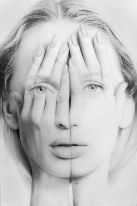 Quelle che ad un primo sguardo possono apparire come fotografie modificate con photoshop o capolavori di bodypainting sono in realtà enormi dipinti a olio su tela. A realizzarli è Tigran Tsitoghdzyan. Le protagoniste dei suoi quadri sono ritratte nell'atto di coprire il volto con le ma