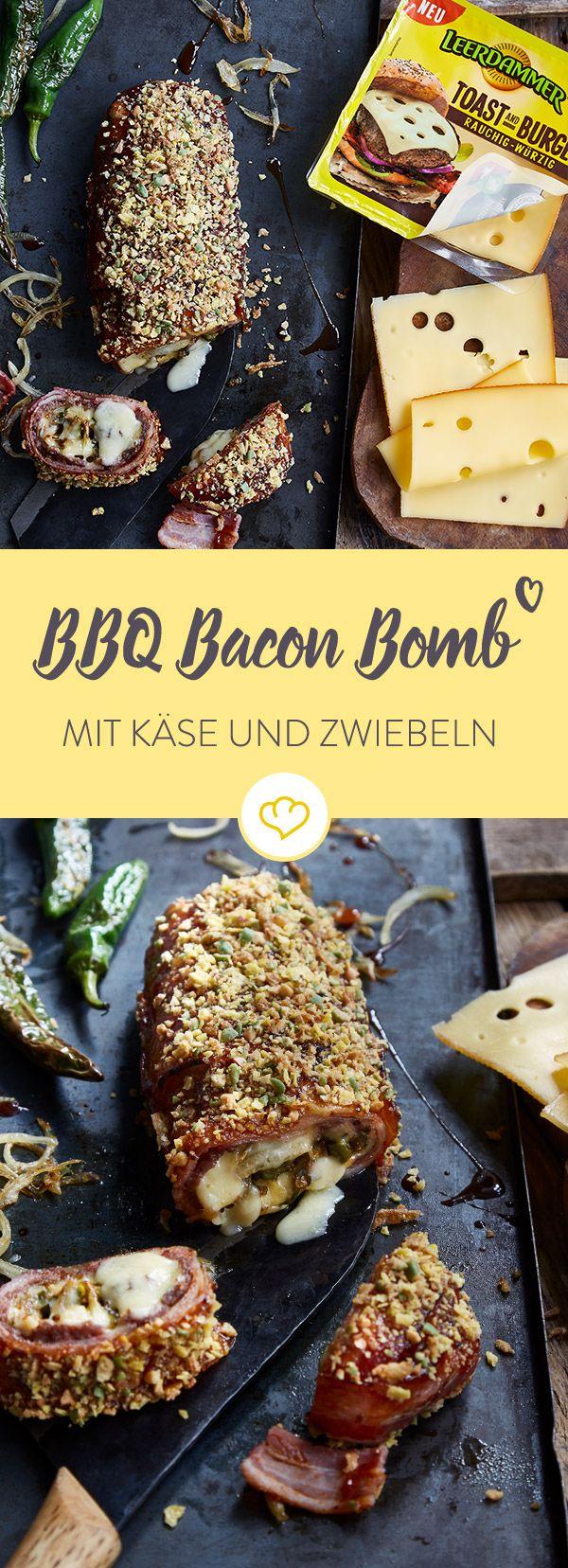 Eine perfekte Bacon Bomb sorgt auf jeder Grillparty für eine bombastische Stimmung. Diese kommt mit Leerdammer Käse, Pimentos und gerösteten Zwiebeln.