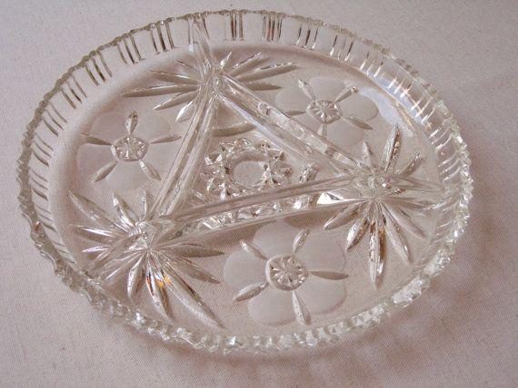 Plat à compartiments pour apéritif en verre ciselé / Plateau ancien relish snack divisé /Verre moulé pressé dépoli /Vaisselle vintage France