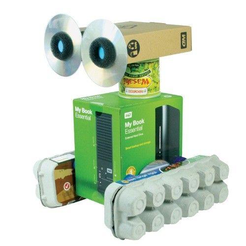 Robot recyclé, créé grâce à Makedo http://www.atelierchezsoi.fr/product/robot-en-carton-a-creer-en-recyclant-avec-Makedo