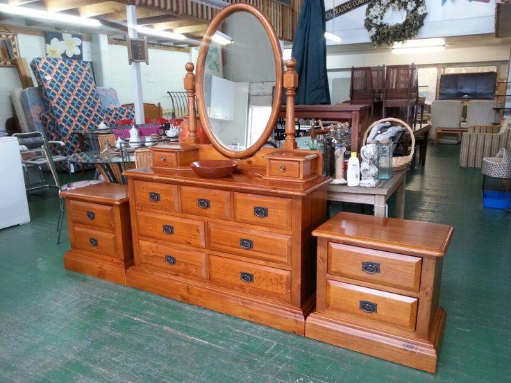 Bedroom suite 2x bedsides large dressing table $475