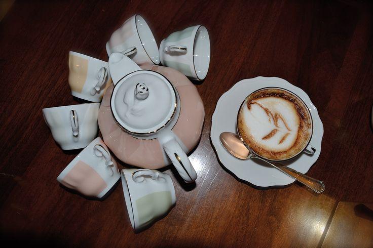 """Colazione elegante con le tazze in porcellana  """"Dolci Viennesi""""  www.ancap.it"""